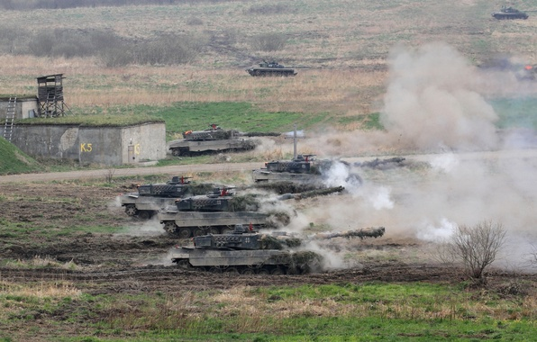 Picture field, weapons, tanks