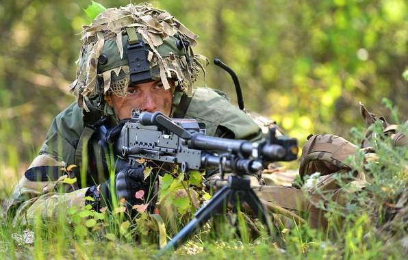 Picture weapons, soldiers, British Army