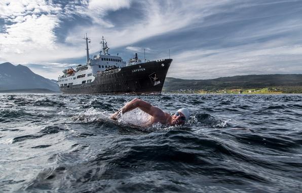 Picture swim, Norway, swimmer, the ship, Norway, Troms, MS Lofoten, Rystraumen, Lewis Pugh, Strait Rystraumen, Troms