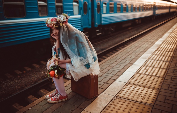 Picture station, train, bouquet, the platform, suitcase, the bride