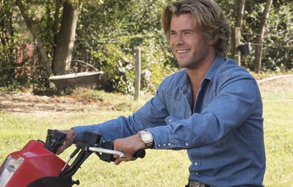 Photo wallpaper Vacation, Chris Hemsworth, shirt, Comedy, Vacation, jeans, Chris Hemsworth, the wheel