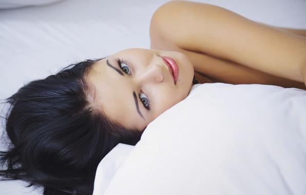 Picture model, lies, pillow, Macy B