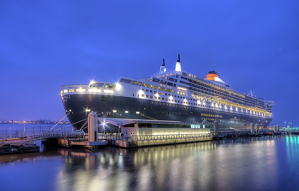 Picture night, the city, port, Queen Mary 2, Liverpool