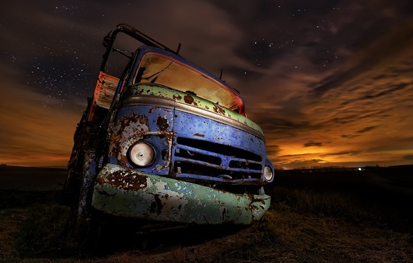 Picture machine, night, rusty, truck