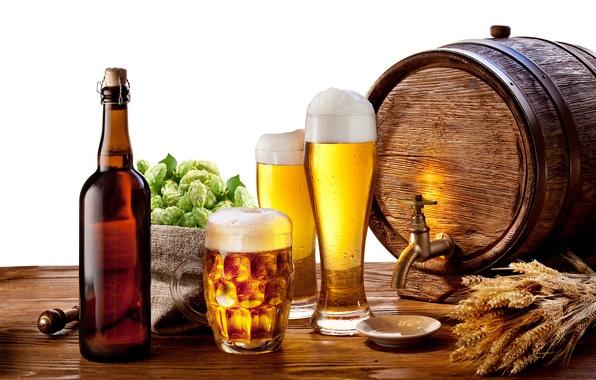 Picture foam, table, bottle, beer, mug, glasses, ears, saucer, barrel, tap