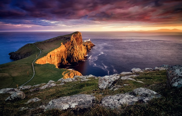 Picture lighthouse, Scotland, on the edge, Isle of Skye, Neist point, the archipelago of the Inner …