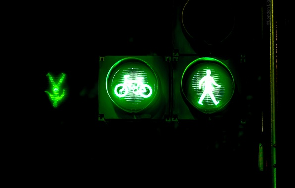 Picture macro, light, night, the city, green, sign, traffic light, cyclist, pedestrian
