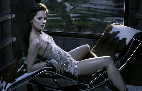 Picture Chair, Window, Mena Suvari