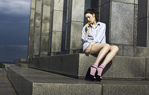 Picture girl, pose, watermelon, steps, socks, shirt, sitting, sandals, socks