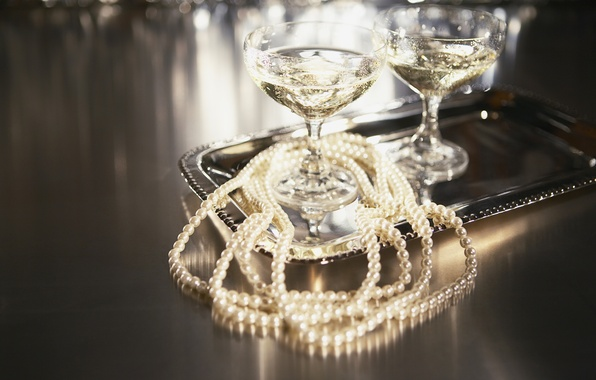 Picture glasses, pearl, beads, champagne, tray