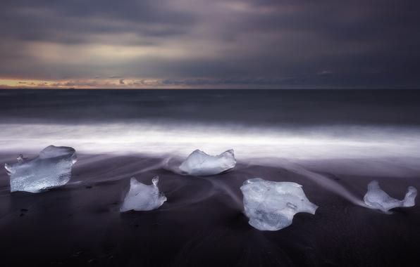 Picture winter, sand, beach, ice, morning, Iceland, December, the glacial lagoon of Jökulsárlón, black Sands