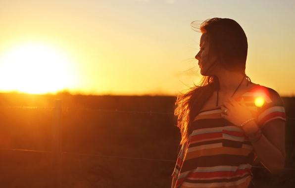 Picture girl, the sun, light, sunset, hair, brunette, bracelet, long hair, women, brunette, sunlight, bracelet, outdoors