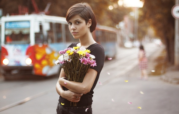 Picture look, girl, flowers, the city, bouquet, petals, tram, brown hair, brown-eyed