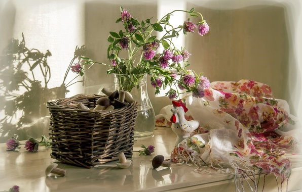 Picture cookies, clover, basket, composition