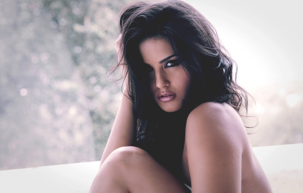 Picture Girl, Look, Lips, Face, Room, Body, Eyes, Hands, Day, Brunette, Sunny Leone, Beauty, Sitting