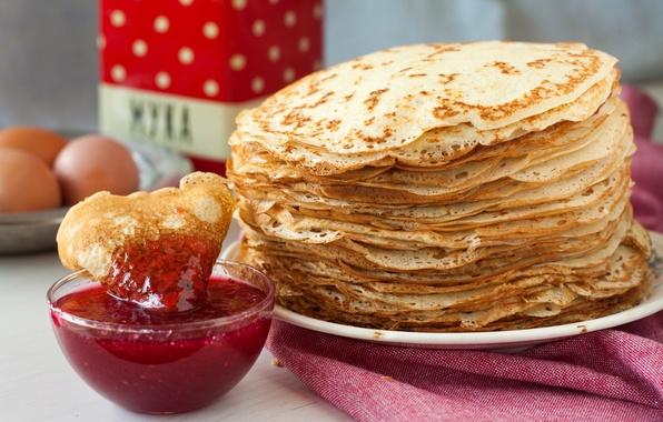 Picture eggs, pancakes, jam