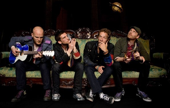 Picture sofa, guitar, group, coldplay, Chris Martin, Johnny Buckland, Guy Berryman, Will Champion