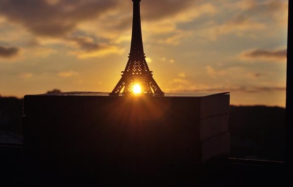 Picture the sun, sunset, books, window, figurine, Eiffel tower, La tour Eiffel
