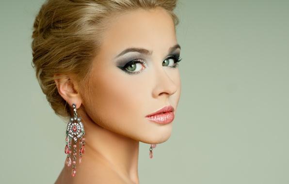 Picture look, girl, arrows, model, makeup, hairstyle, blonde, shoulders, green eyes