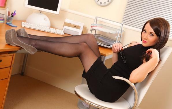 фото чулки секретарша