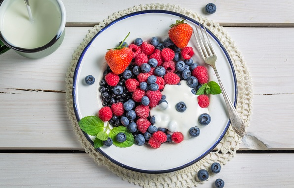 Picture berries, raspberry, blueberries, strawberry, fresh, cream, berries, breakfast