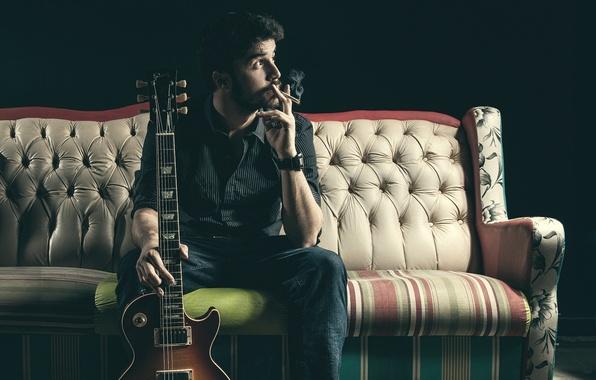 Picture sofa, people, guitar, segreta