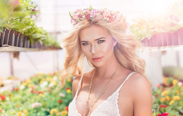 Picture chest, look, girl, flowers, model, hair, beautiful, flowers, Sandra Kubicka