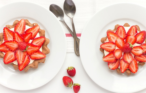 Picture berries, strawberry, plates, dessert, spoon