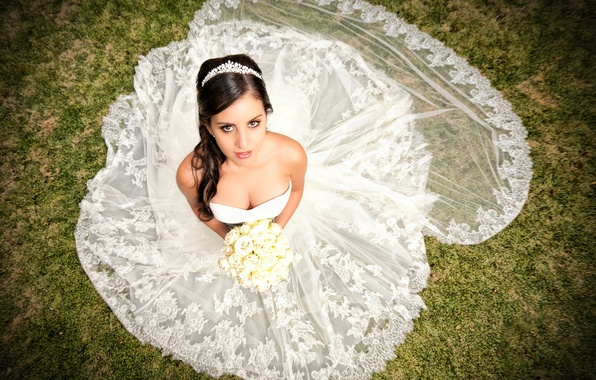 Picture look, girl, flowers, bouquet, dress, neckline, the bride, Diadema, wedding