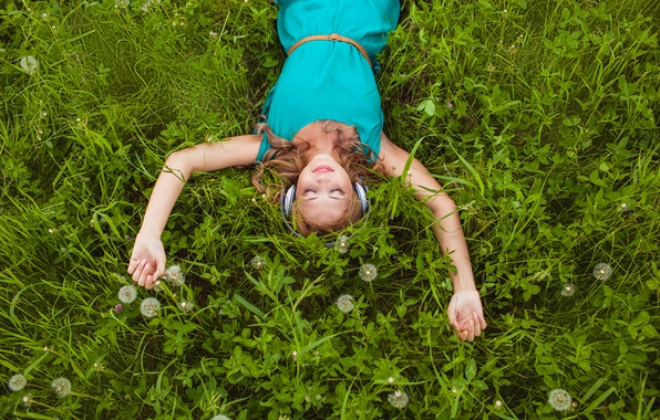 Picture grass, girl, smile, headphones, blonde, clover, dandelions, curls