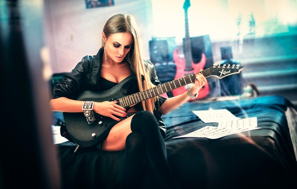 Picture girl, the game, guitar