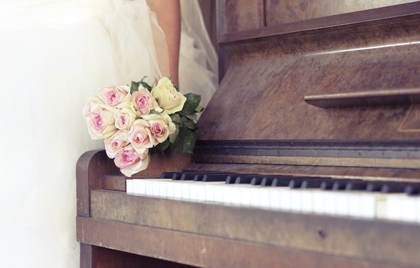 Picture bouquet, keys, piano