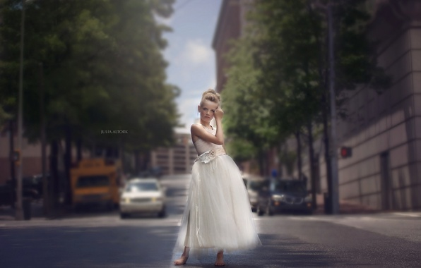 Picture the city, street, girl