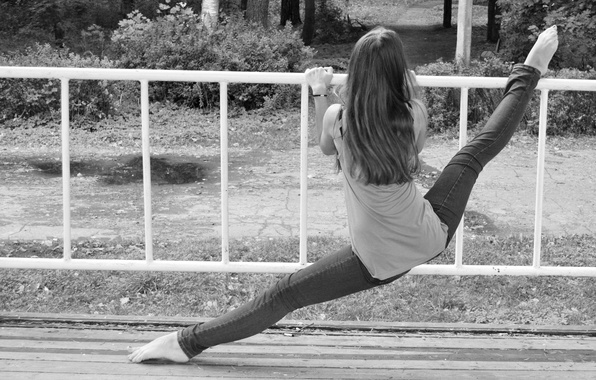 Picture girl, nature, Park, photo, flexibility, jeans, barefoot, Mike, black and white, twine, stretching, gymnast