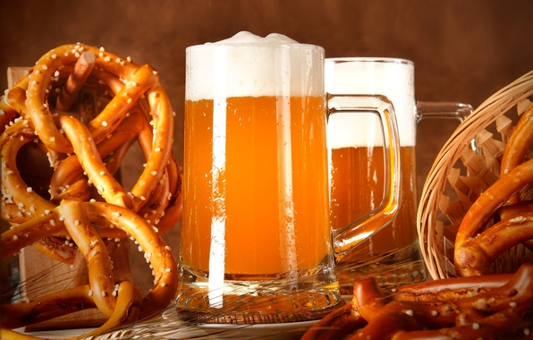 Picture foam, basket, beer, glasses, ears, the pretzels