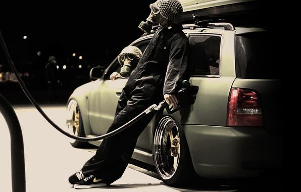 Picture machine, dressing, gas mask, cranks