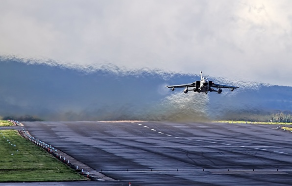 Picture fighter, German, bomber, the airfield, the rise, Panavia Tornado