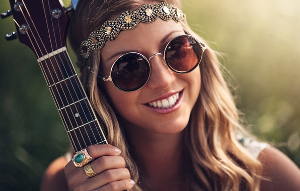 Picture girl, decoration, smile, guitar, ring, hippie, glasses, brown hair