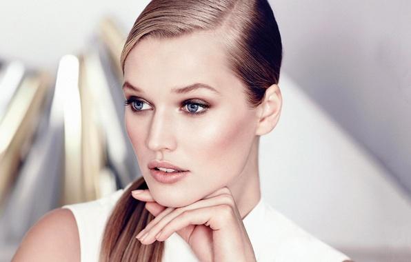 Picture eyes, look, girl, face, model, hand, blue, blonde, Toni Garrn, Toni Garrn