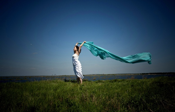 Picture BACKGROUND, GRASS, HORIZON, The SKY, DRESS, BROWN hair, FABRIC, GREEN, LAKE, The WIND, SPACE, SHAWL