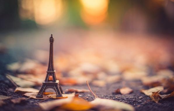 Picture autumn, asphalt, leaves, blur, dry, figurine, Eiffel tower, stand, bokeh, La tour Eiffel