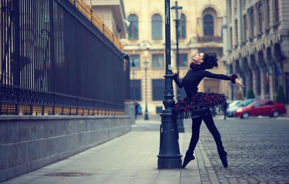 Picture the city, dance, ballerina, Urban Swan Black