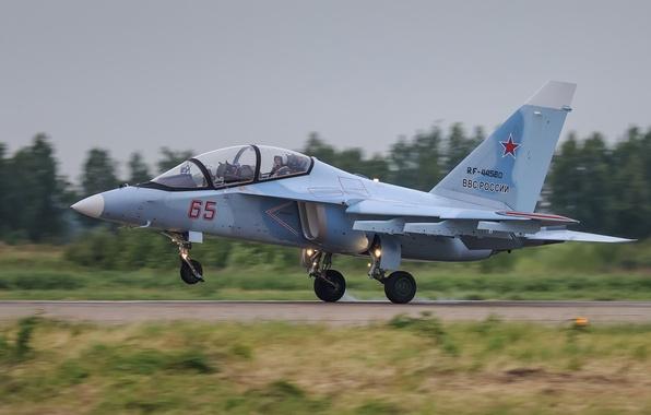 Picture the plane, The Yak-130, combat training, Yak-130