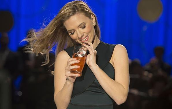 Picture smile, Scarlett Johansson, cocktail