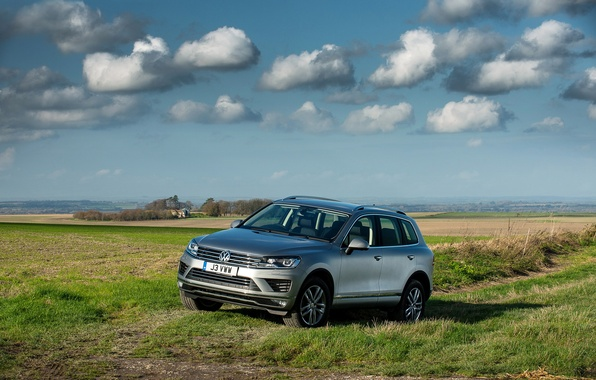 Picture the sky, landscape, photo, grey, Volkswagen, car, 2014, Touareg SE