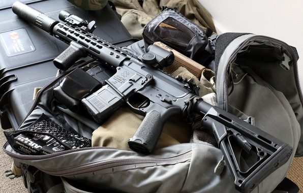 Picture weapons, optics, bag, assault rifle