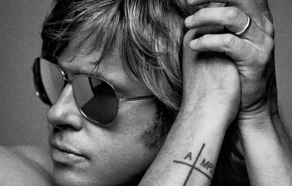 Picture close-up, photo, hands, tattoo, glasses, actor, black and white, Brad Pitt, Brad Pitt