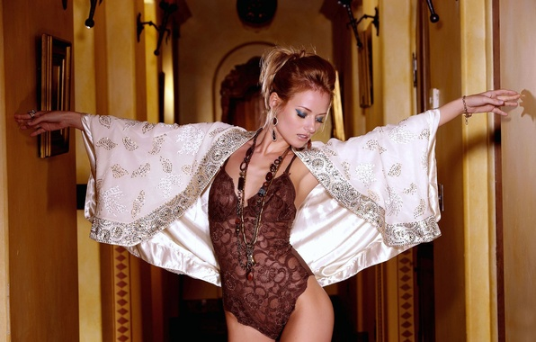 Picture BODY, BROWN hair, FABRIC, LACE, LINEN, LOWER, FIGURE, SILK, GRACEFULLY, CAPE