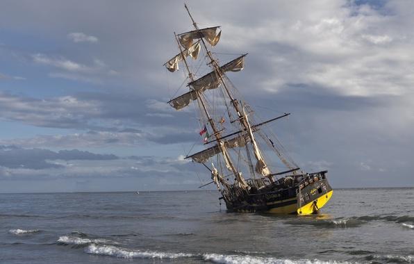 Picture sea, sailboat, stranded, brig, The Grace