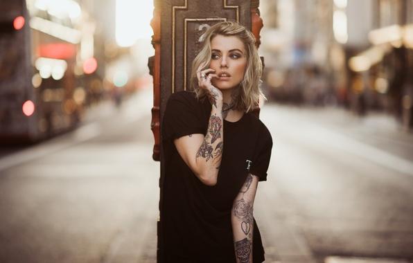 Picture Girl, Model, Black, Sun, Day, Street, View, T-shirt, Tatu